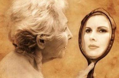 Idosa no espelho se vê Jovem,1, Mar17