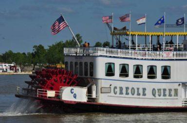 Barco tradicional do Mississipi, passeios com turistas em New Orleans, Jun17