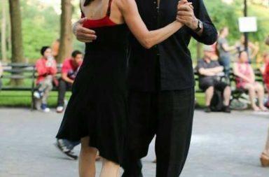 Casal de idosos dançando, Abr17